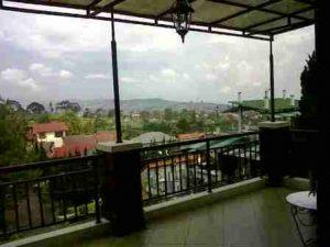IMG00324-20130304-1355-300x225 Indahnya Suasana Villa Istana Bunga Bandung