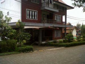 blok-i-no-2-9-kamar-300x225 Disewakan Villa 9 Kamar Di Lembang Istana Bunga