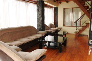 VILLA-QTA10-300x200 Villa 5 Kamar Untuk 50 Orang Di Lembang Murah