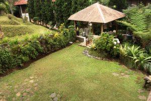 VILLA-QTA11-300x200 Villa 5 Kamar Untuk 50 Orang Di Lembang Murah
