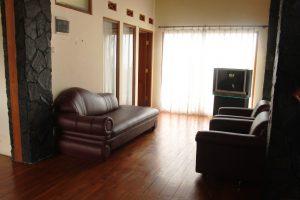 VILLA-QTA14-300x200 Villa 5 Kamar Untuk 50 Orang Di Lembang Murah