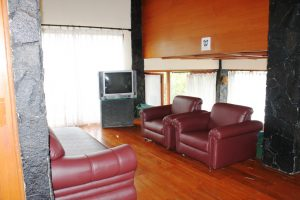 VILLA-QTA15-300x200 Villa 5 Kamar Untuk 50 Orang Di Lembang Murah