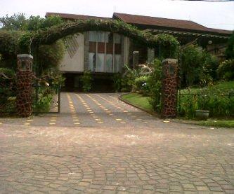 Cepy-Gartik-Villa-Istana-Bunga Villa Di Lembang Untuk 35 Orang