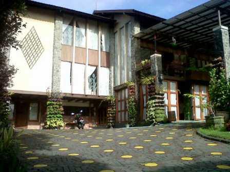 villa di lembang untuk 35 orang