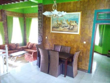 villa 5 kamar murah