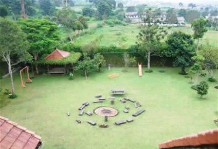 TAMAN-BELAKANG Sewa Villa Lembang Yang Asri Dan Nyaman