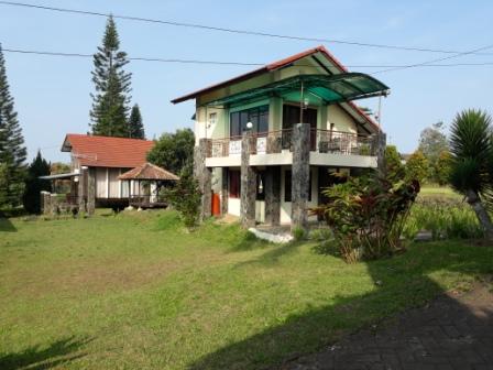 villa kapasitas 10 orang